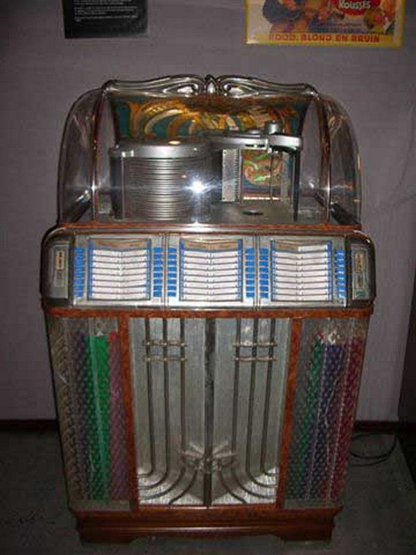 American and British Jukeboxes and Wall Units